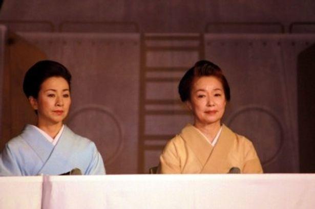 五十六の妻・山本禮子役の原田美枝子と、五十六の姉・高橋嘉寿子役の宮本信子(右)