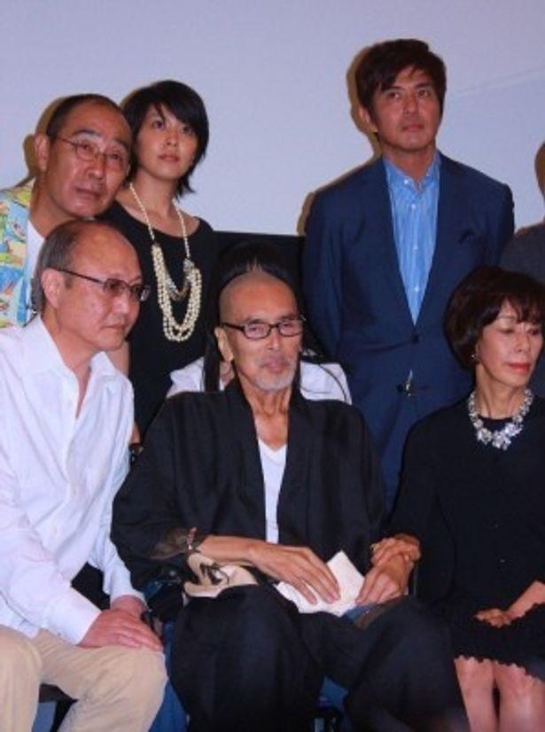 最後の力を振り絞り、車椅子で登壇した原田芳雄