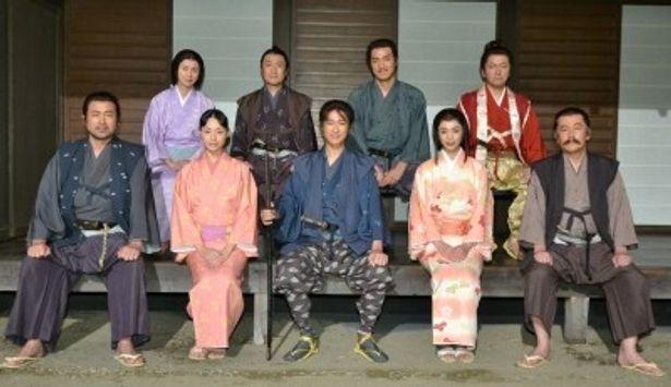 扮装姿で登場した「塚原卜伝」の出演者たち