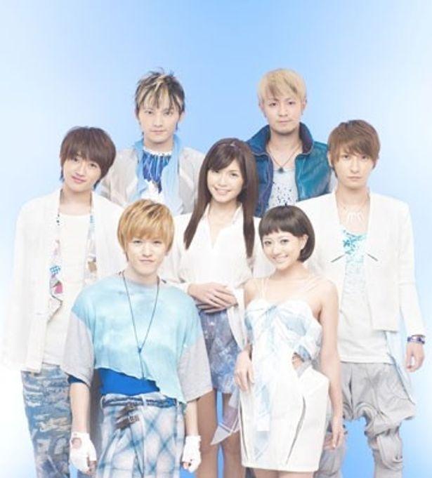 男女7人組の人気パフォーマンスグループAAAが書き下ろしの主題歌を熱唱