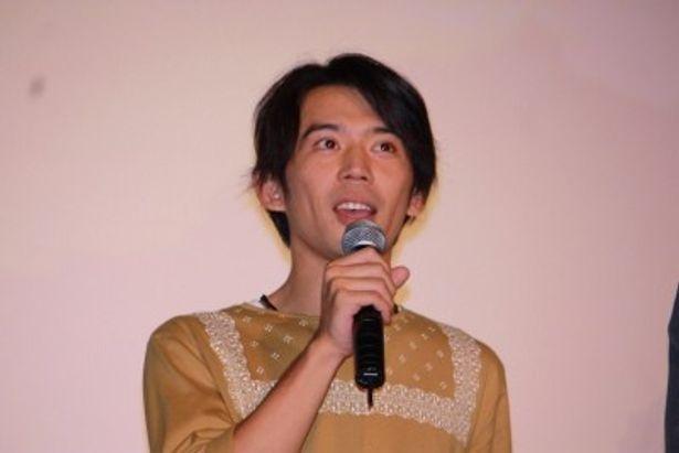 松男の幼なじみ・ツル役の岡田義徳