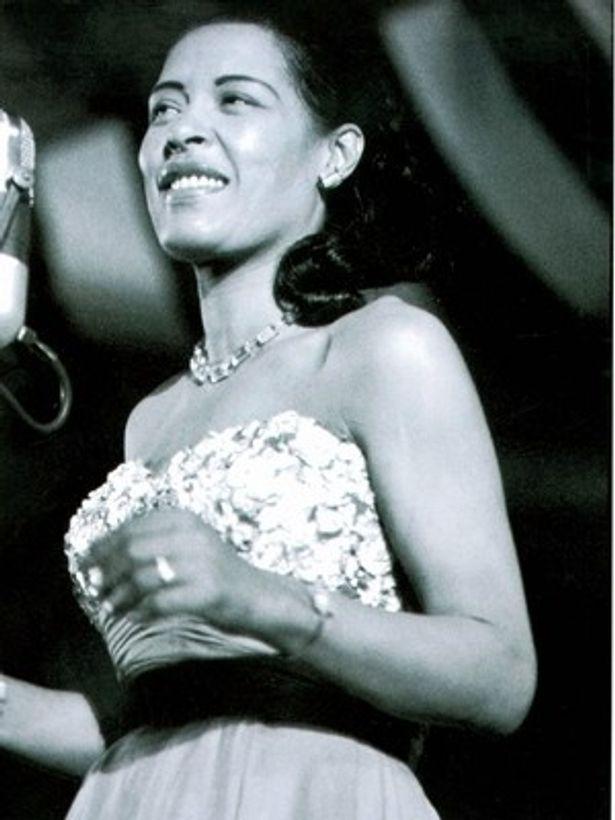 """20世紀前半を代表するジャズシンガーの一人、ビリー・ホリデイ。エイミーの歌唱力は""""21世紀のビリー・ホリデイ""""とも言われるほどだった"""