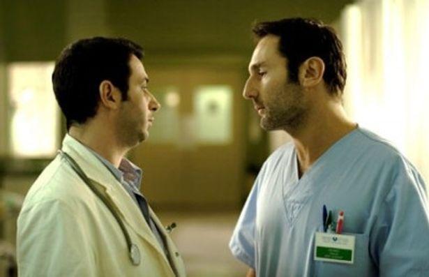 愛する人のためなら、同僚の医師も張り倒す!