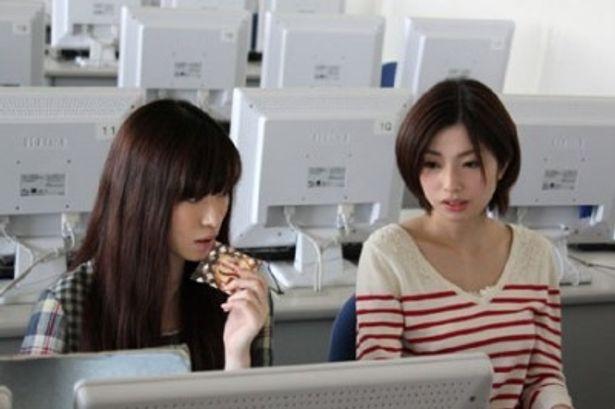 妹の失踪の謎を探る亜子は親友の佐知に相談するが…