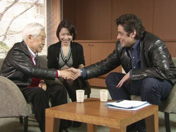 日本映画専門チャンネル「ベニチオ・デル・トロが新藤兼人監督に『映画』の話を聞いた」の対談シーンより