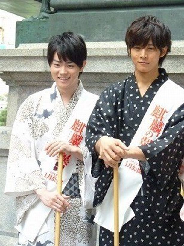 浴衣姿がよく似合う菅田将暉(左)と松坂桃李