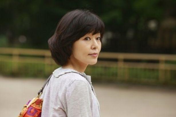 フィクションの中で生きる女優という仕事を長く続けてきたトウコを演じる小林聡美