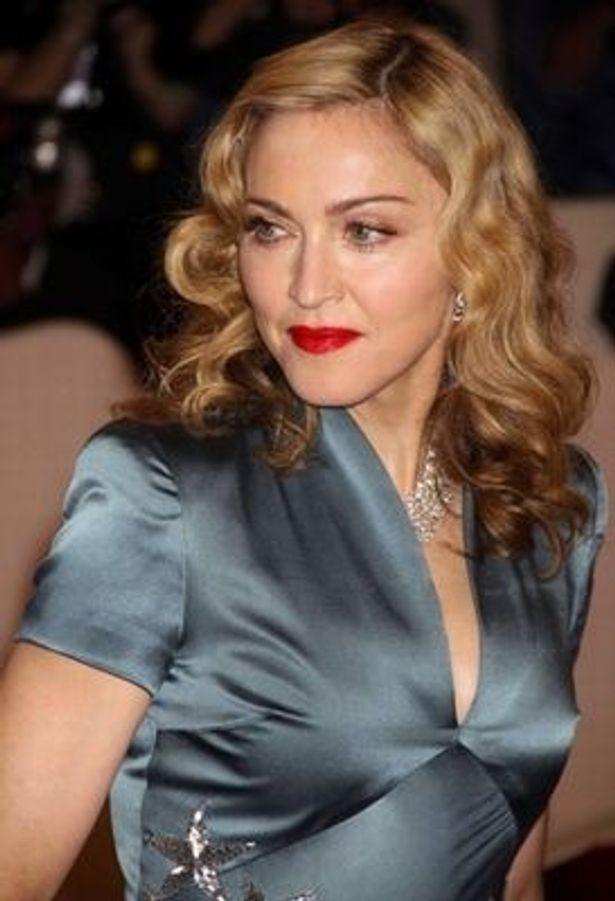 1980年代の2位はマドンナ「Like A Prayer」。マドンナは他にも1990年代でも「Vogue」で3位にランクイン