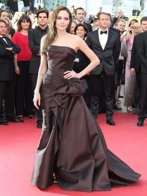 英紙ガーディアンの記事では、金銭面での男女格差を縮められる女優としてアンジェリーナ・ジョリーの名前を挙げている