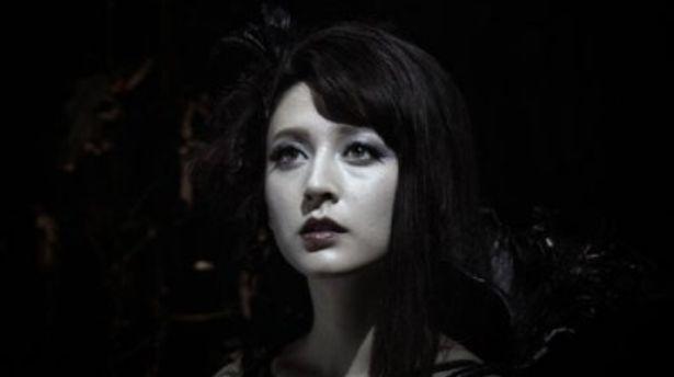 【写真】久々の登場!? リア・ディゾン演じる謎めく魔戒導師エルダにも注目