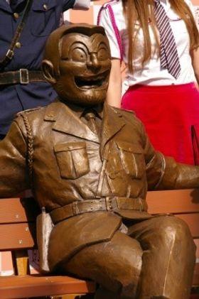 香取慎吾「両さんの銅像壊さないで!」と訴え!『こち亀』メンバーが亀有公園に集合