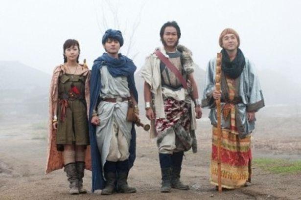 ドラマ24「勇者ヨシヒコと魔王の城」に出演する木南晴夏、山田孝之、宅麻伸、ムロツヨシ(写真左から)