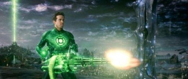 本編の大迫力バトル映像が公開された『グリーン・ランタン』