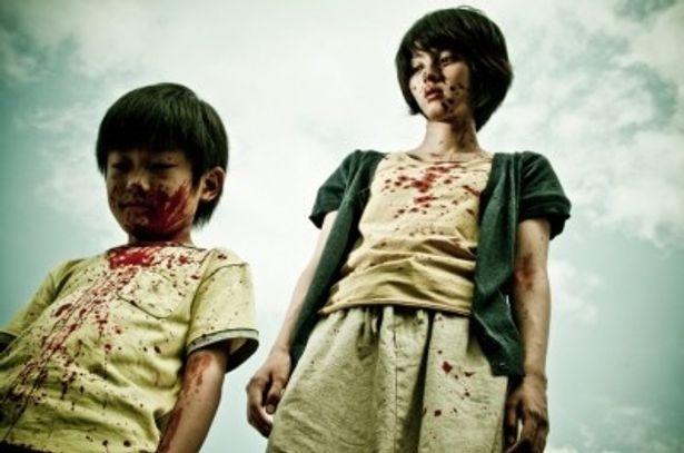 血みどろのふたりが本作の恐怖を物語る。清水崇監督の恐怖体験とは?