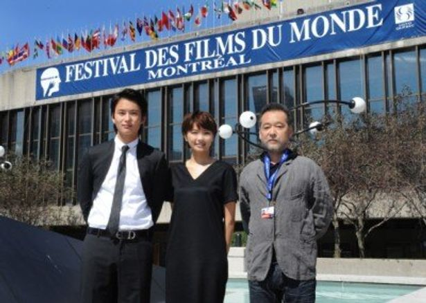 第35回モントリオール世界映画祭に出席した、左から、岡田将生、榮倉奈々、瀬々敬久監督