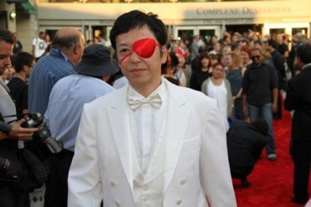 第35回モントリオール世界映画祭のレッドカーペットに登場した板尾創路