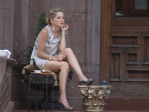 【写真】シャロンは、新作『Gods Behaving Badly』でセクシーポーズに挑んだ