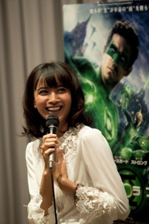 『グリーン・ランタン』のイベントに登場した加藤夏希
