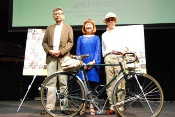 『監督失格』の記者会見に出席した矢野顕子、庵野秀明プロデューサー、平野勝之監督