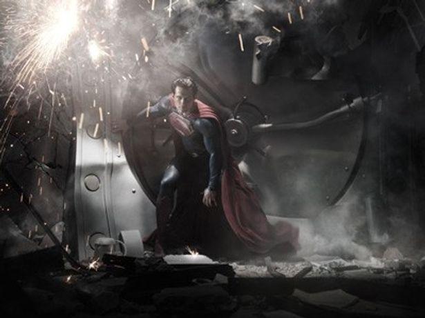 先日公開されたスーパーマンの新ビジュアルで、スーパーマンがパンツを履いていないことが判明、ファンの間で話題になっている