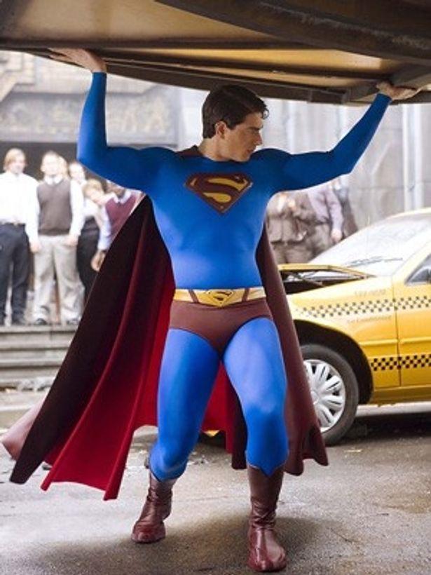 ブランドン・ラウス主演の『スーパーマン リターンズ』(06)では衣装の質感が変わってよりマッチョになっている