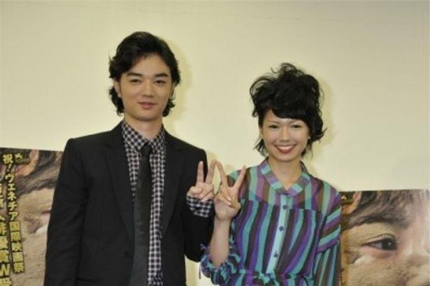 第68回ヴェネチア国際映画祭で最優秀新人俳優賞をW受賞した染谷将太と二階堂ふみ