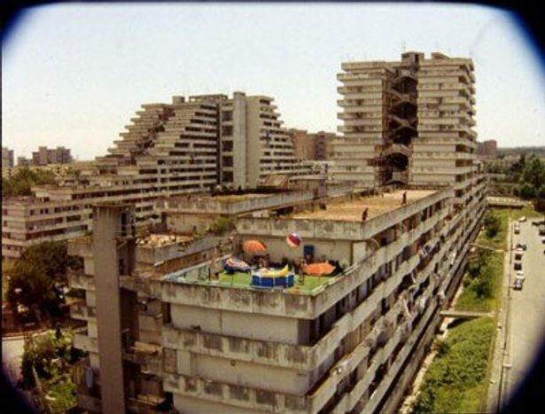 ナポリの貧困地区の壮絶な現状を淡々とつづる内容に、ただただ圧倒される