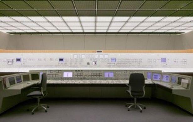管制室はまるでレトロなSF映画のセットに見えるほど