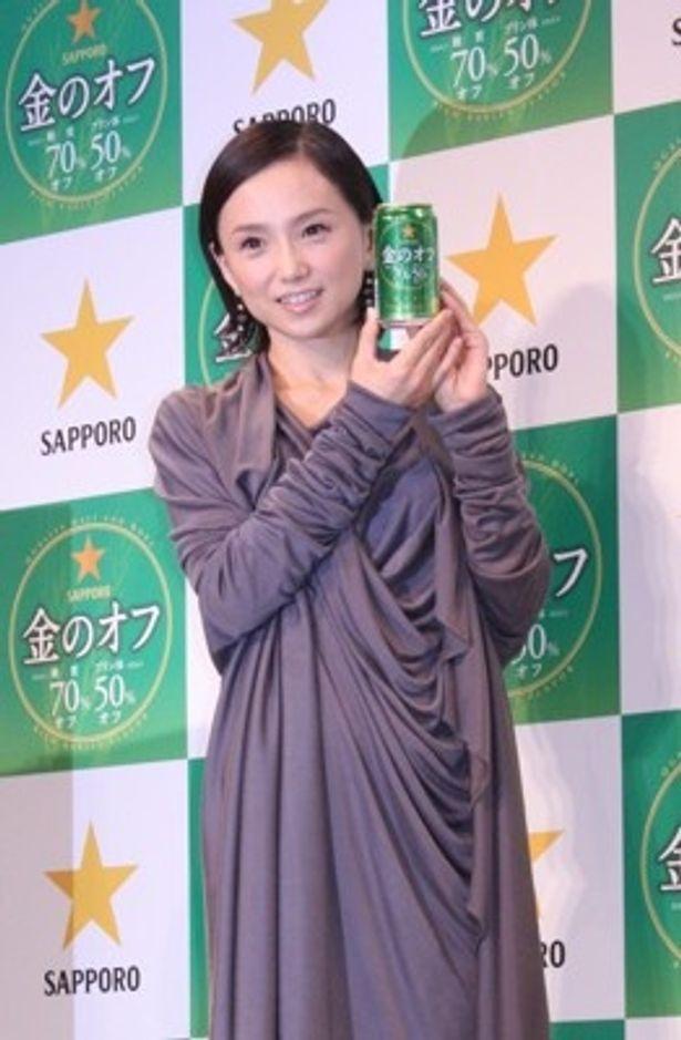 新CMで1人で夫婦役を演じた永作博美さん
