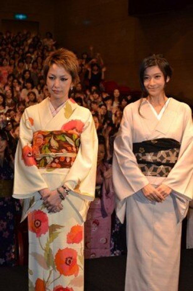 篠原涼子と中島美嘉が駆けつけ、大爆笑の「ぶっちゃけ女子会」が開催された