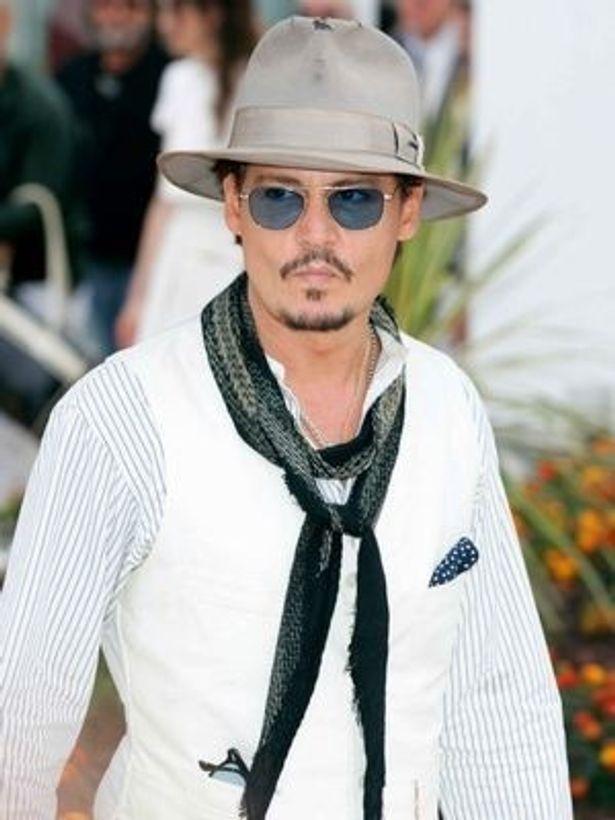 約1000種類もの帽子を所有していると言われているジョニー