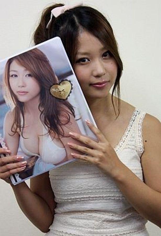 Hカップバストのグラドル・西田麻衣さんの超セクシーなトレーディングカード発売!