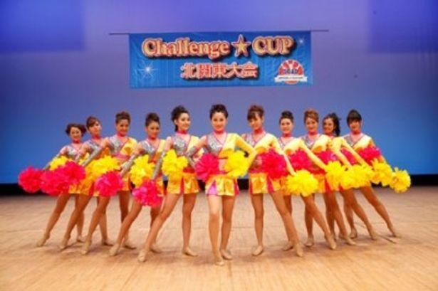 注目のアイドル11人が最初は反発しつつも一団となってチアダンスに挑む
