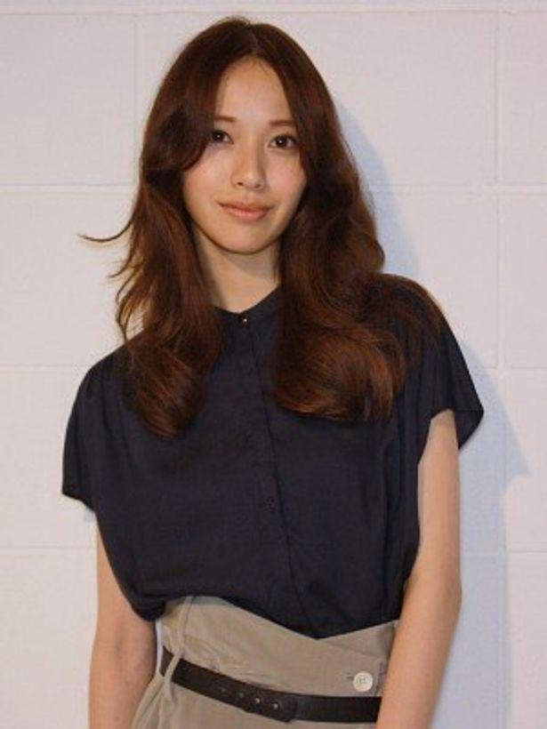 『DOG×POLICE 純白の絆』で、ヒロイン水野夏希を演じた戸田恵梨香