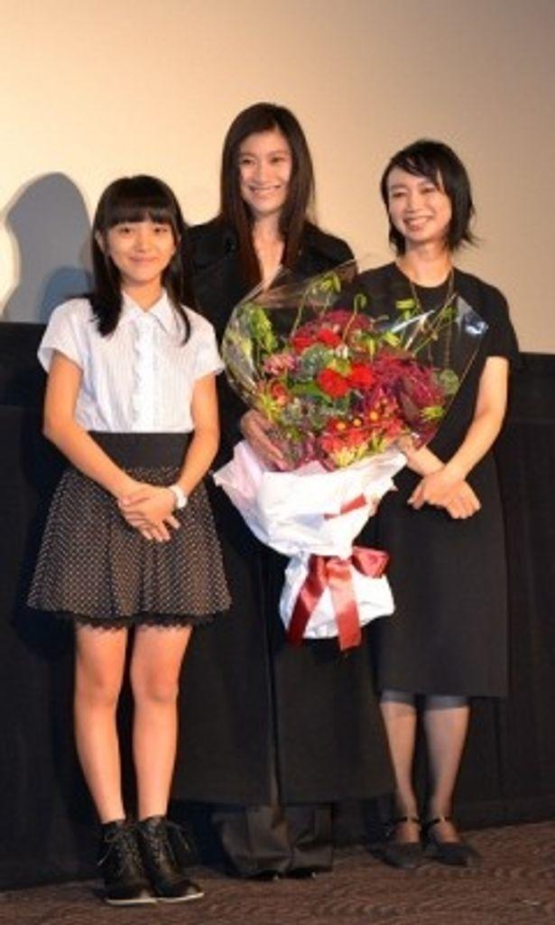 映画の大ヒットを記念し、篠原涼子たちが感謝の気持ちを込めた舞台挨拶を実施