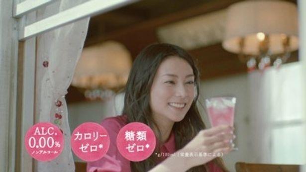 """ノンアルコールカクテル""""のんある気分""""のイメージキャラクターに起用された柴咲"""
