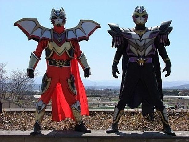 「マジック戦隊MCO」のMCOジャスティス(左)、スーパー龍王(右)