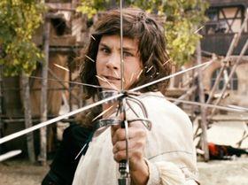 『三銃士』主演のローガン・ラーマン「剣闘シーンは完璧だよ。誰も見たことがない映像を見せたかったからね」