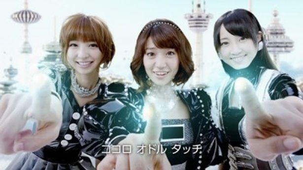 HPサポートエンジェルに扮した篠田麻里子さん、大島優子さん、松井玲奈さん