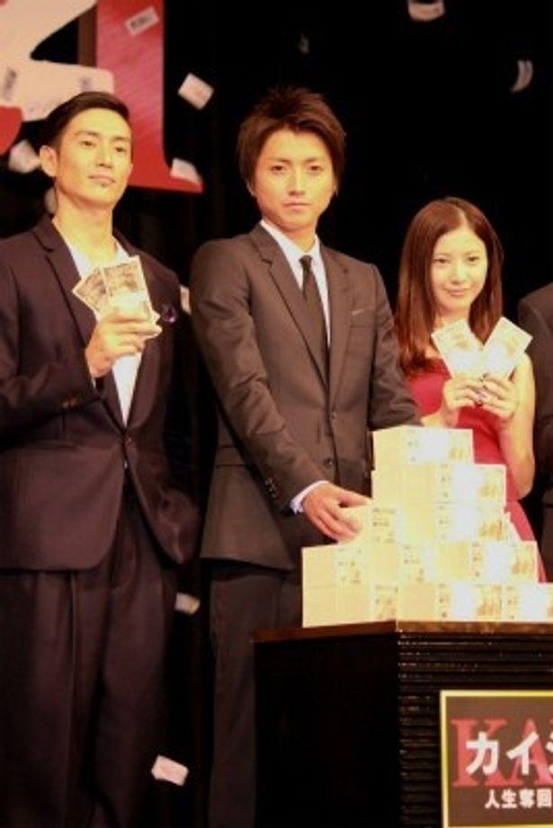 『カイジ2 人生奪回ゲーム』の会見で藤原竜也らの前に現金2億円が!