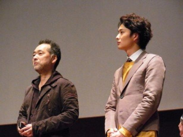 第16回釜山国際映画祭で舞台挨拶を行った、左から、瀬々敬久監督、岡田将生