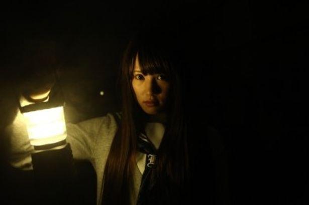 『こっくりさん 劇場版』で主演を務めるAKB48の鈴木まりや