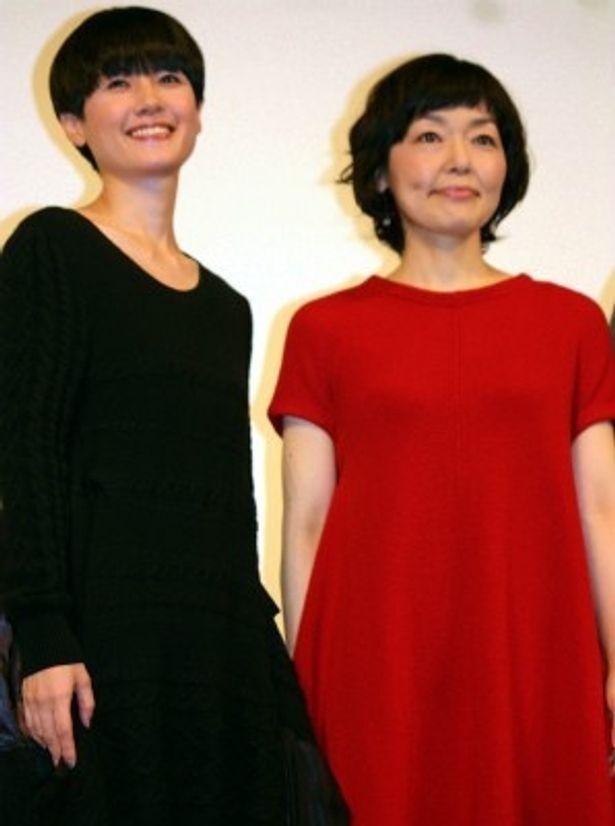 『東京オアシス』で初共演をした小林聡美と原田知世(左)