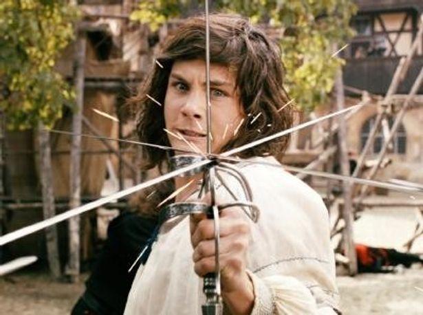 無鉄砲ながら真っ直ぐで賢い青年・ダルタニアンを演じるローガン・ラーマン