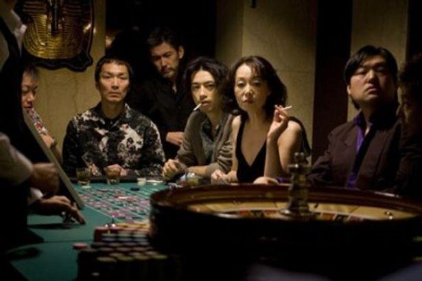 違法な賭博にも手を出す始末