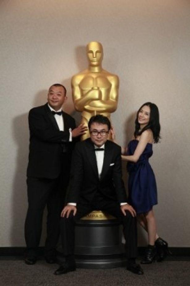 ニューヨークプレミア上映に出席した、左から、TKO木下隆行、三谷幸喜監督、深津絵里