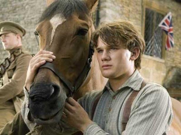 スティーヴン・スピルバーグ監督が少年と馬の友情を描く『戦火の馬』