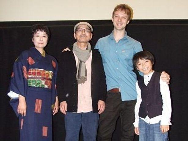 地元キャストたち。左から、小島範子、服部公、マシュー・ロット、三輪泉月