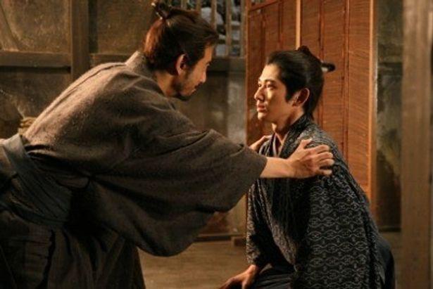 瑛太が半四郎の娘婿で命をかけ妻子を守ろうとする若侍、求女を演じる