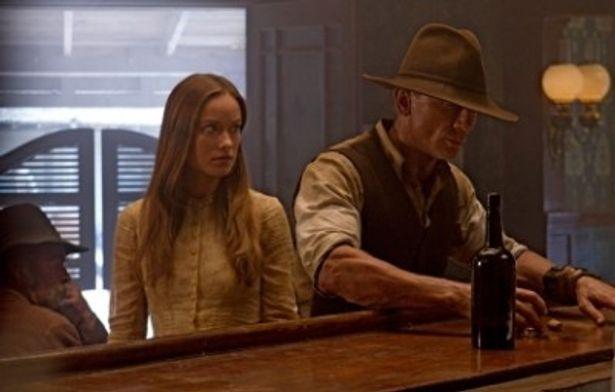 記憶を失った男、ジェイク・ロネガンを演じるダニエル・クレイグ